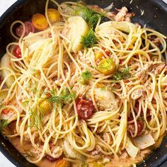 Jamie Oliver's recipe for Crab and Fennel Spaghetti, as seen on his Channel 4 series, Quick & Easy Food, creates a flavourful pasta dish using only 5 ingredients. Risotto Recipes, Easy Pasta Recipes, Spaghetti Recipes, Seafood Recipes, Cooking Recipes, Jamie Oliver Dishes, Jamie Oliver Quick, Jaime Oliver, Jamie Oliver 5 Ingredients