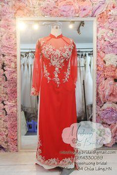 AD 21- Áo dài cưới  Chất liệu lưới đỏ, kết ren kim tuyến vàng, đính pha lê. Giá thuê 450k May thuê :1000k Giá may mua: 2200k Ren, Dresses, Fashion, Gowns, Moda, La Mode, Dress, Fasion, Day Dresses