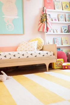 Mixing colours and elements can be very difficult, so we bring you lots of inspiration with this kids' room with pastel tones. The bed focuses all the attention. It's the Caravan Divan model by Kalon Studios where you can find simple and modern furniture. The bed is wonderful with its round legs and its solid and […]