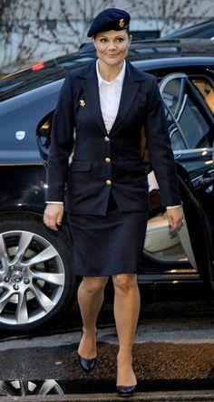 Princesse Héritière Victoria de Suède uniforme dans le service de défense volontaire de la femme traditionnelle.
