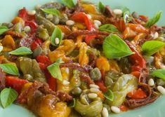 Σαλάτα με ψητές πιπεριές, σκόρδο, κάπαρη και σάλτσα μπαλσάμικο Salad Bar, Vegetable Pizza, Vegetables, Food, Vegetable Recipes, Eten, Veggie Food, Meals, Vegetarian Pizza