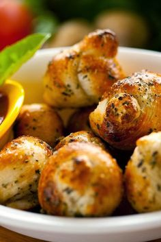Great Garlic Knots ~ So simple and quick to make, these delicious knots of herb-seasoned bread will do well to complete just about any meal