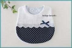 Shadow Smocking How-to Baby Bib Tutorial, First Birthday Dresses, Baby Bibs Patterns, Sewing To Sell, Bib Pattern, Handmade Baby Gifts, Baby Sewing Projects, Baby Hands, Baby Crafts