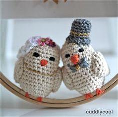 Gehaakt bruidspaar vogeltjes voor 50-jarig huwelijk