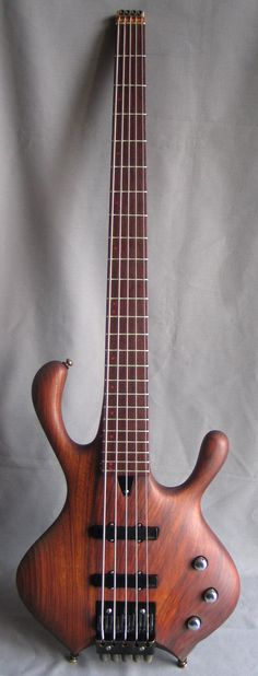 NEXUS HEADLESS BASS V '90 serial: 0008