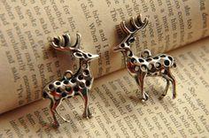 Colgantes flores - 5 piezas de ciervos enchapado de plata antigua - hecho a mano por Sunkinglucky en DaWanda #DaWanda #hechoamano #diseño #handmade #DIY #animales #pets #mascotas #gato #perro #pájaros #cat #dog