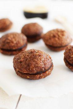Καρυδάτα Mε Σοκολάτα   Cool Artisan Delicious Desserts, Dessert Recipes, Muffins, Deserts, Food And Drink, Cupcakes, Sweets, Homemade, Cookies