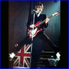 Classic Paul Weller. Rickenbacker. Vox. Perfect.