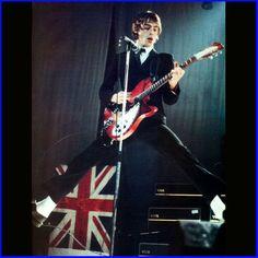 Paul Weller. Rickenbacker. Vox. Perfect.