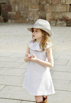 pepitobychus avance primavera-verano 2013  Vestido rayas color topo y blanco con cuello Cervantes  #moda #infantil #niños #niñas
