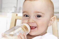 Cómo limpiar la tetina del biberón. Para mantener a tu bebé sano y sin infecciones bacterianas, es importante limpiar su biberón, las arandelas y las tetinas a fondo. Siempre esteriliza la tetina del biberón recién comprado antes del primer uso. Después del primer uso, lavarla muy bien con agua ... Fitness, Tips, Paleolithic Diet, Healthy Dieting, Weight Loss Diets, Allergies, Health And Beauty, Bebe