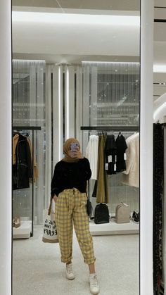 Discover recipes, home ideas, style inspiration and other ideas to try. Modern Hijab Fashion, Street Hijab Fashion, Hijab Fashion Inspiration, Muslim Fashion, Fashion Outfits, Style Inspiration, Hijab Casual, Ootd Hijab, Hijab Chic