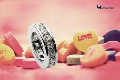 Descubre nuestra colección de alianzas, para un momento tan dulce! #alianzas #diamonds #gold #jewelry #jewells #rosabisbe #barcelona #glam #rosabisbe