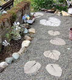 """""""DIY Garden Stepping Stones Leaf stepping stones"""" (quote) how-to Stepping Stone Pathway, Leaf Stepping Stones, Stone Pathways, Stone Steps, Stone Walkway, Homemade Stepping Stones, Concrete Pathway, Gravel Pathway, Rock Path"""