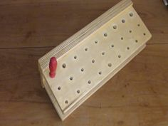 Suporte modular para ferramentas - em Projetos e Técnicas | Oficina de Casa French Cleat System, Workshop Organization, Tool Storage, Wood Carving, Tools, Cabo, Construction, Toddler Busy Board, Woodshop Tools