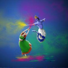 Radha and Krishna Playing Holi , The Festival of Colours. Radha Krishna Holi, Jai Shree Krishna, Radha Krishna Pictures, Krishna Art, Krishna Love, Radhe Krishna, Lord Krishna, Shiva, Radha Rani