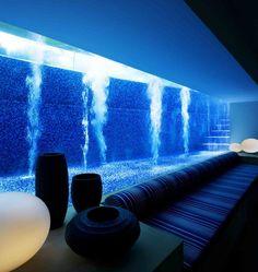 Piscina con vistas al salón #pool #piscina #piscinadecristal #design
