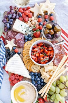 4th Of July Desserts, Fourth Of July Food, 4th Of July Celebration, 4th Of July Party, July 4th, Charcuterie Recipes, Charcuterie And Cheese Board, Cheese Boards, Charcuterie Platter