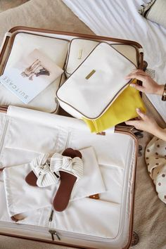 Travel Chic, Us Travel, Travel Tips, Pink Lady, Milan Travel, Luxury Luggage, Pretty Photos, Cute Bags, Airport Style