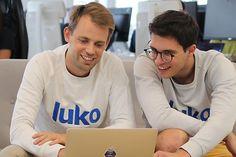 Luko, l'assurance habitation nouvelle génération qui séduit les Français Baguette, Assurance Habitation, Graphic Sweatshirt, Dessert, Kitchens, Deserts, Postres, Desserts, Plated Desserts