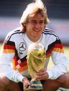 Jürgen Klinsmann con la Copa del Mundo 1990