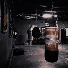 Find images and videos about sport, gym and athlete on We Heart It - the app to get lost in what you love. Garage Gym, K1 Kickboxing, Paradis Sombre, Boxe Fight, Boxing Girl, Kick Boxing, Gym Design, Boxing Workout, Jolie Photo
