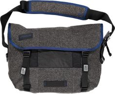 With its enduring 3-panel design and rugged performance, the Timbuk2 Classic Messenger Bag in medium stashes and protects your daily wares, whether bike riding or otherwise.