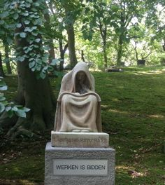westerveld beeld werken is bidden  Cemetery statue Westerveld in Driehuis the Netherlands August 2013 How can I translate it......working is the same as praying......to work is to pray.....I can't find the right words
