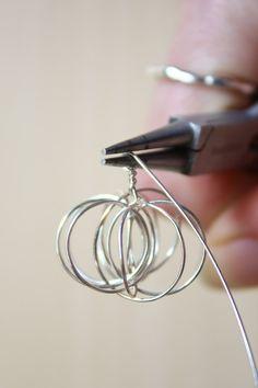 Wire Pumpkin Earrings Halloween Fall DIY Tutorial - new season bijouterie Fall Jewelry, Wire Jewelry, Jewelry Crafts, Silver Jewelry, Diamond Jewelry, Silver Ring, Diamond Stud, Emerald Diamond, Dainty Jewelry