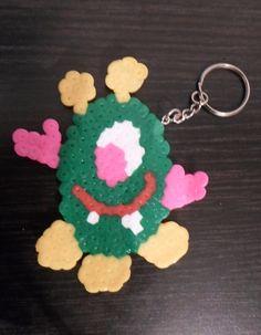 L'alieno portachiavi. Fatto con le Hama Beads, non ho usato il supporto per farlo, ma alla fine si riesce lo stesso...