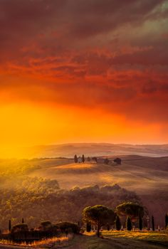 wowtastic-nature: Tuscan Sunrise on 500px by Alexander Hill, Kelowna, Canada☀ 4746✱7060px-rating:96.4