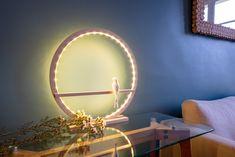 Lampe hirondelle 45 cm Wreaths, Mirror, Table, Furniture, Home Decor, Door Wreaths, Deco Mesh Wreaths, Interior Design, Home Interior Design