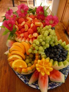 Fruit Arrangement By: Stacey Reich - I made this for a graduation Fruit Buffet, Fruit Trays, Fruit Bowls, Fruit Salads, Veggie Display, Fruit Creations, Fruit And Vegetable Carving, Beautiful Fruits, Simply Beautiful