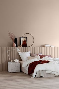 Bedroom colors: what are the latest trends for your sleeping oasis? - apricot wall paint bedroom colors trends Informations About Schlafzimmer Farben: Welche sind die neu - Scandinavian Bedroom Decor, Scandinavian Interior Design, Home Interior, Interior Colors, Interior Ideas, Interior Paint, Modern Interior, Deco Rose, Interior Design Minimalist