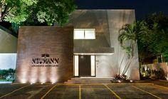 Escritório Neumann Advogados Associados Design Exterior, Interior Exterior, University Interior Design, Restaurant, Facade Architecture, Medical Center, Home Office, My House, Garage Doors