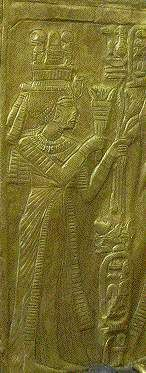 Another object showing Ankhesenamen with her husband is a beatiful golden shrine. The shrine was found empty, but probably conatined a small statue in antiquity. The outside of the shrine is decorated with many different scenes showing Ankhesenamen and Tutankhamen. In several of the scenes Ankkhesenamen is shown with a short wig. Sometimes combined with a side-lock. She is shown offering lotus flowers and other objects to Tutankhamen.
