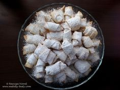 Little rolls stuffed with Turkish delight. The dough is made with lard so the rolls are very soft, they actually are melting in your mouth! Romanian Food, Turkish Delight, Melt In Your Mouth, Cheesecakes, Tart, Deserts, Easy Meals, Rolls, Sweets