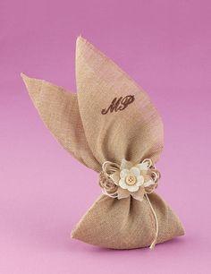 www.mpomponieres.gr Μπομπονιέρα Γάμου Μαντήλι Λινάτσα με Μονογράμματα