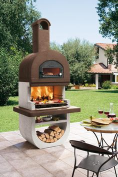 The barbecue grille Diva four by Palazzetti has in addition a genius bacon .- Der Gartengrillkamin Diva four von Palazzetti hat zusätzlich einen genialen Bac… The barbecue grille Diva four by Palazzetti has … - Outdoor Stove, Pizza Oven Outdoor, Outdoor Cooking, Brick Oven Outdoor, Design Barbecue, Grill Design, Outdoor Kocher, Wood Charcoal, Charcoal Grill