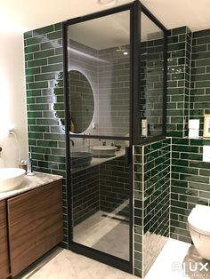 douche deur steel look Small Wet Room, Small Toilet Room, Bathroom Goals, Laundry In Bathroom, Bathroom Inspiration, Home Decor Inspiration, Jewel Tone Room, Athens Apartment, Loft Storage