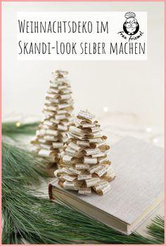 Skandi Deko für Weihnachten - Tannenbaum falten aus alten Büchern.  Einfaches Buchorigami, auch als DIY Weihnachtsgeschenk geeignet. Die DIYTannenbäume können auch toll für den Adventskranz oder für ein  Adventskranz genutzt werden. Natürliche und schlichte Weihnachtsdeko  entdecken