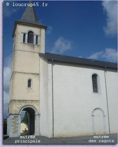 Main entrance and Cagot entrance to a church in Vic-en-Bigorre.