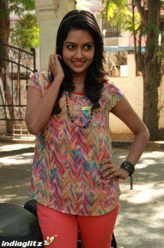 Indian Actress Hot Pics, Tamil Actress Photos, Beautiful Indian Actress, Bollywood Celebrities, Bollywood Fashion, Bollywood Actress, Hot Actresses, Indian Actresses, Modern India