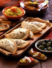 Empanadas are the perfect finger food for your tapas tasting! Chefs, Spanish Cuisine, Spanish Food, Spanish Style, Spanish Dishes, Antipasto, Small Plates Restaurant, Pork Empanadas, Empanadas Recipe