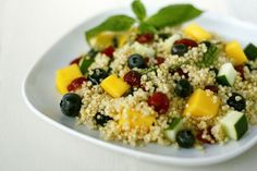 Quinoa is my new food love! Mango Blueberry Quinoa Salad by dashofeast Blueberry Quinoa Salad, Mango Quinoa Salad, Quinoa Salad Recipes, Zucchini Quinoa, Superfood Salad, Clean Eating Recipes, Healthy Eating, Cooking Recipes, Healthy Recipes