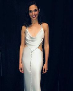 November Gal Gadot photographed behind the scenes of the Academy of Motion Picture Arts and Sciences' Annual Governors Awards in Hollywood, California Gal Gadot Wonder Woman, Wonder Woman Movie, Famous Women, Ideias Fashion, Celebrity Style, Gowns, Actresses, Outfits, Beautiful