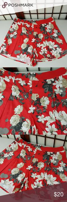 """Abercrombie and Fitch Floral Shorts Pre owned gently worn no issues ABERCROMBIE AND FITCH SIZE 4 Floral Shorts Inverted pleats on front Zipper left side for closure Made of cotton blend  Measurements Approximate  length 14"""" Waist 29"""" inseam 2.5"""" Abercrombie & Fitch Shorts"""