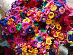 Flores hechas con hojas de maíz