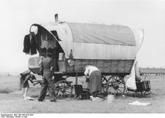 Source Deutsches Bundesarchiv (German Federal Archive), Author  Hermann, Arnold. Original historic description: Hall, Sinte family caravan  [Camp]