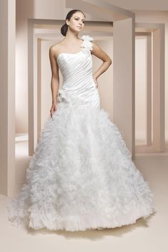 Gorgeous A-line One Shoulder Chape Ruffels Fashion Bridal Gown